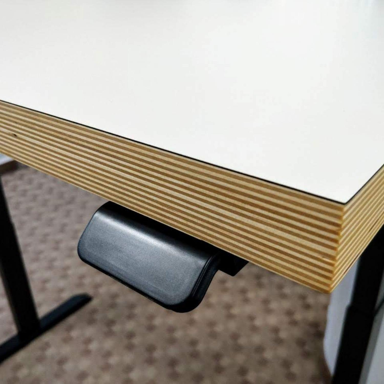 Ergoliv all-day casual desk instaltion